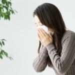 イネ科の花粉症の女性